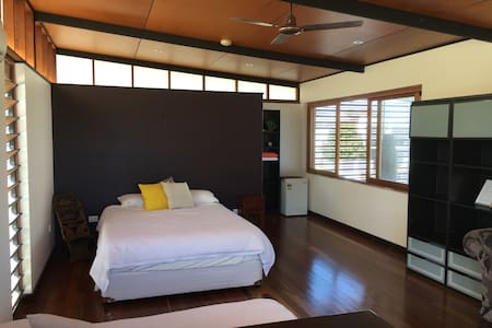 Large, airy Private Room & Ensuite - Hus