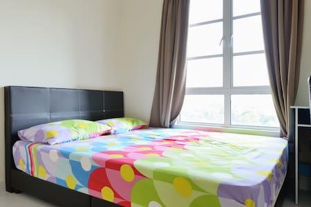 Local Living Bedroom Near Larkin - Johor Bahru - Lägenhet