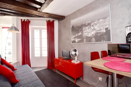 Nice flat in the heart of Paris!