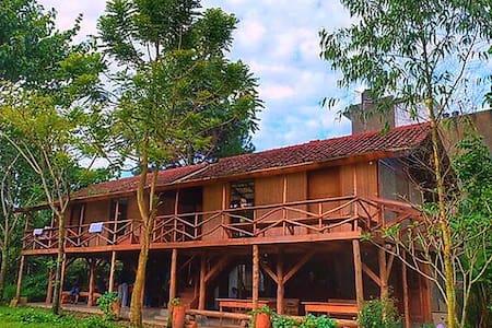 Rumah Panggung Ronia Lembang - Lembang