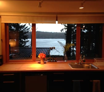 Water View Cabin in the Woods - Bainbridge Island - Cabane