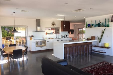 Multi Level  Family Entertainer Close to Beach - Wembley Downs/City Beach - Hus