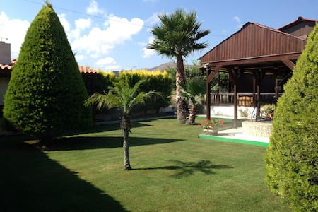 Nice House about 200m from  Sea! - Gournes - Casa