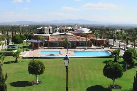Residencia increible en Peña de Bernal, Queretaro - Dům