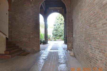 Historical apartment in Ferrara - Ferrara - Lejlighed