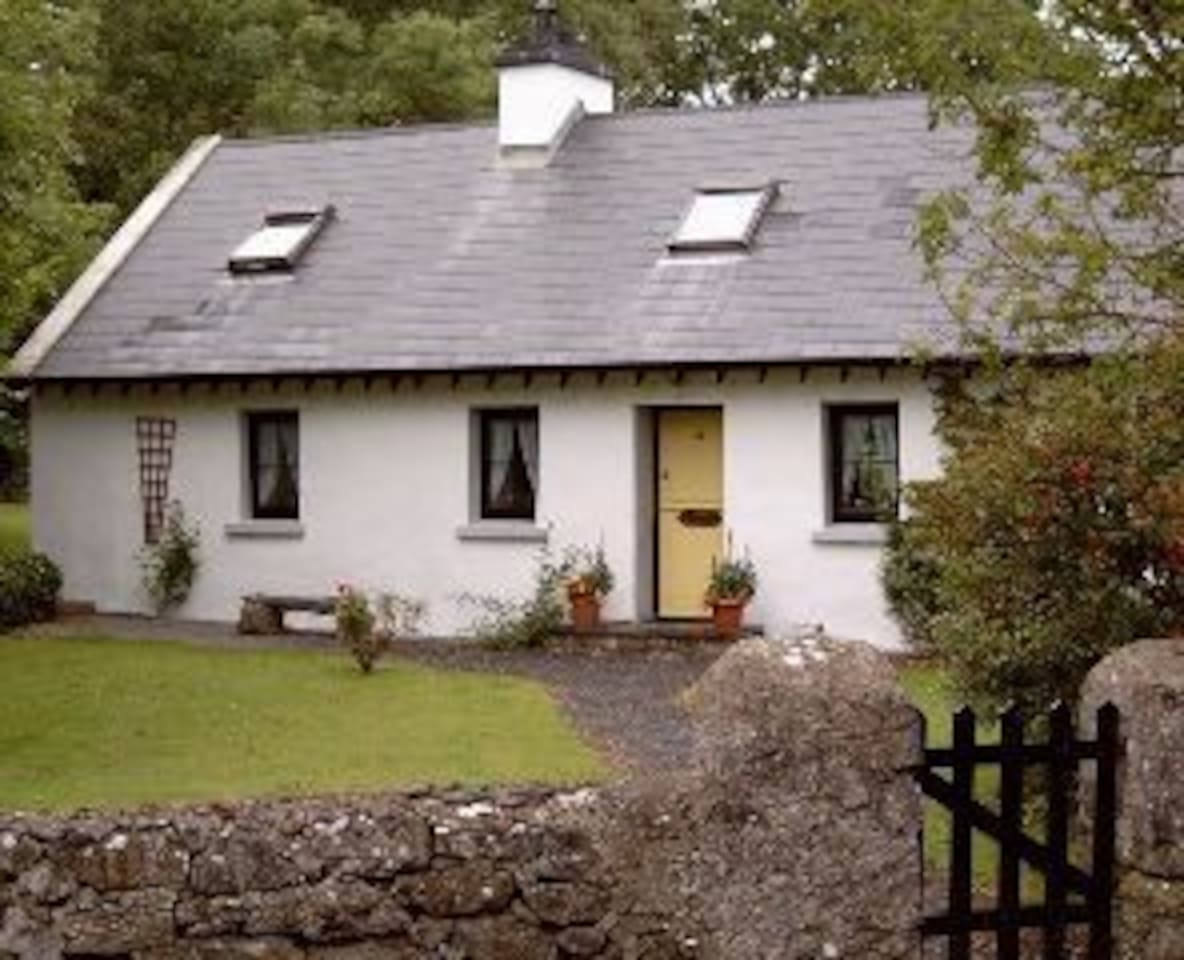 Front elevation of the cottage. A stable door opens out on to the mature enclosed garden.