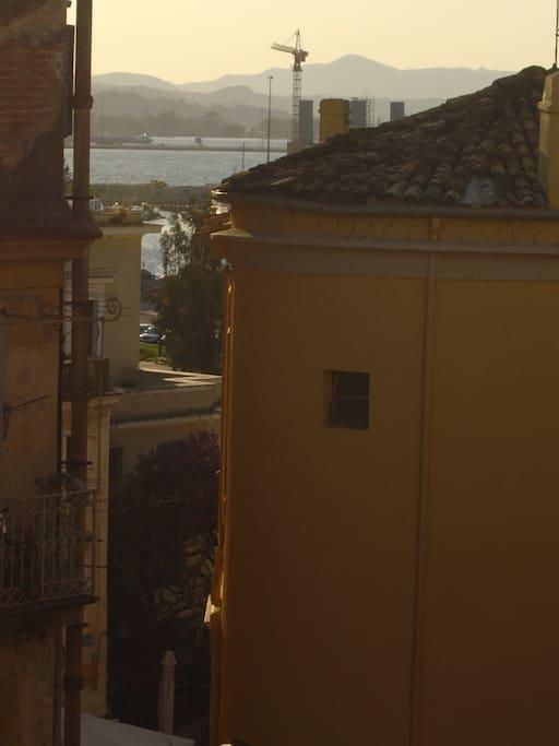 Blick aus dem Wohnzimmer auf den alten Hafen/ View from the living room to the old harbour