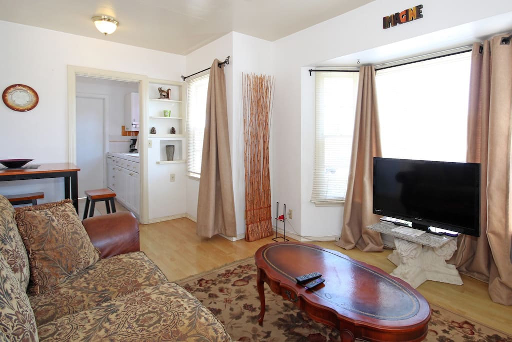Private, quiet, near Gaslamp 4-room