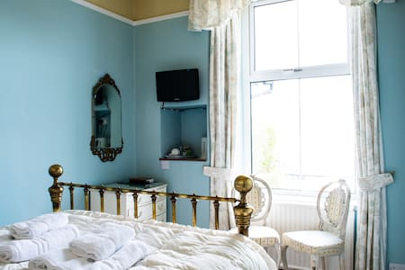 Blue Room: Comfy bed, lovely views