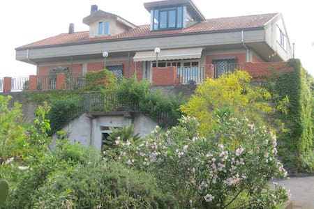 Two Family House -Mt Etna - Sicily - Linguaglossa - House