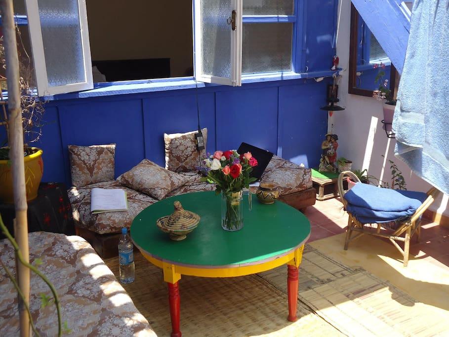 Vue de la terrasse sur le patio