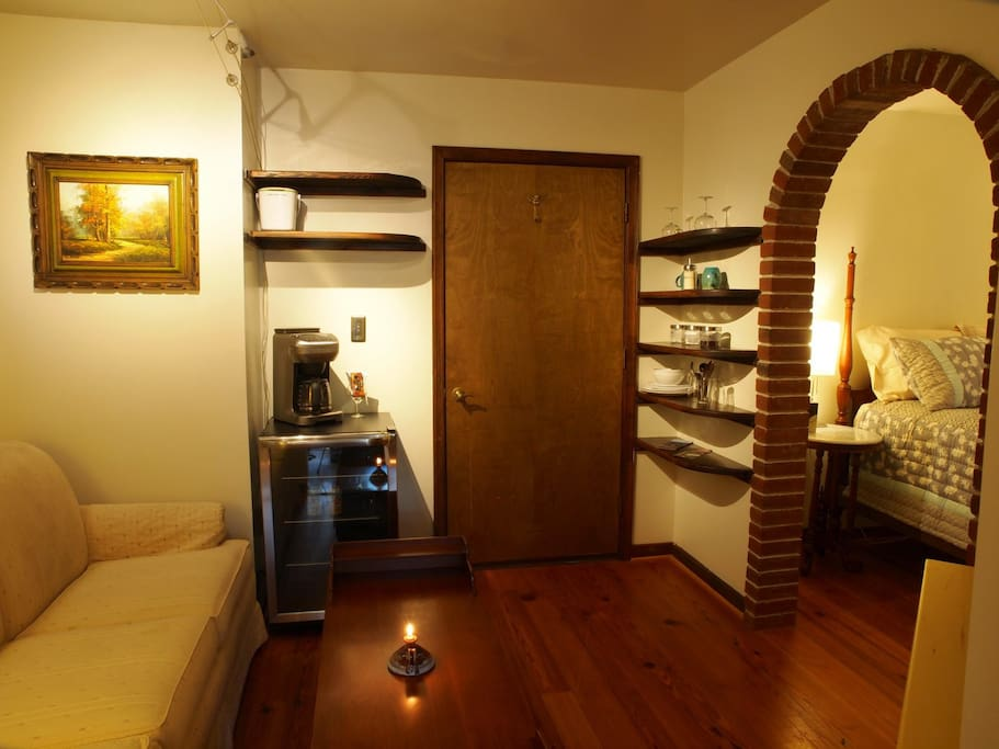 Everything you need for coffee & tea in the living room area. Facing the entrance door.