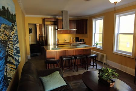 Beautifully Renovated Halifax Inn - Appartement