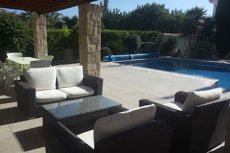 3 bed bungalow, private pool & car -Pissouri Beach - Pissouri