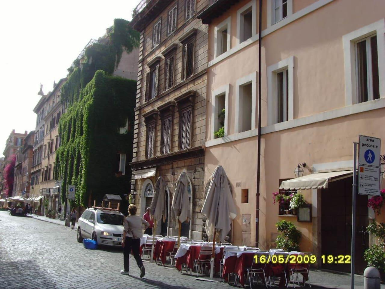 Viale Borgo Pio