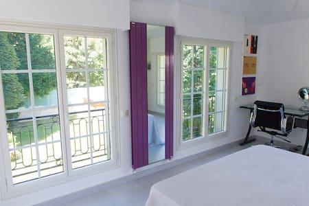 """Suite """"Paris"""" chez Villa Castoria - Saint-Germain-en-Laye"""