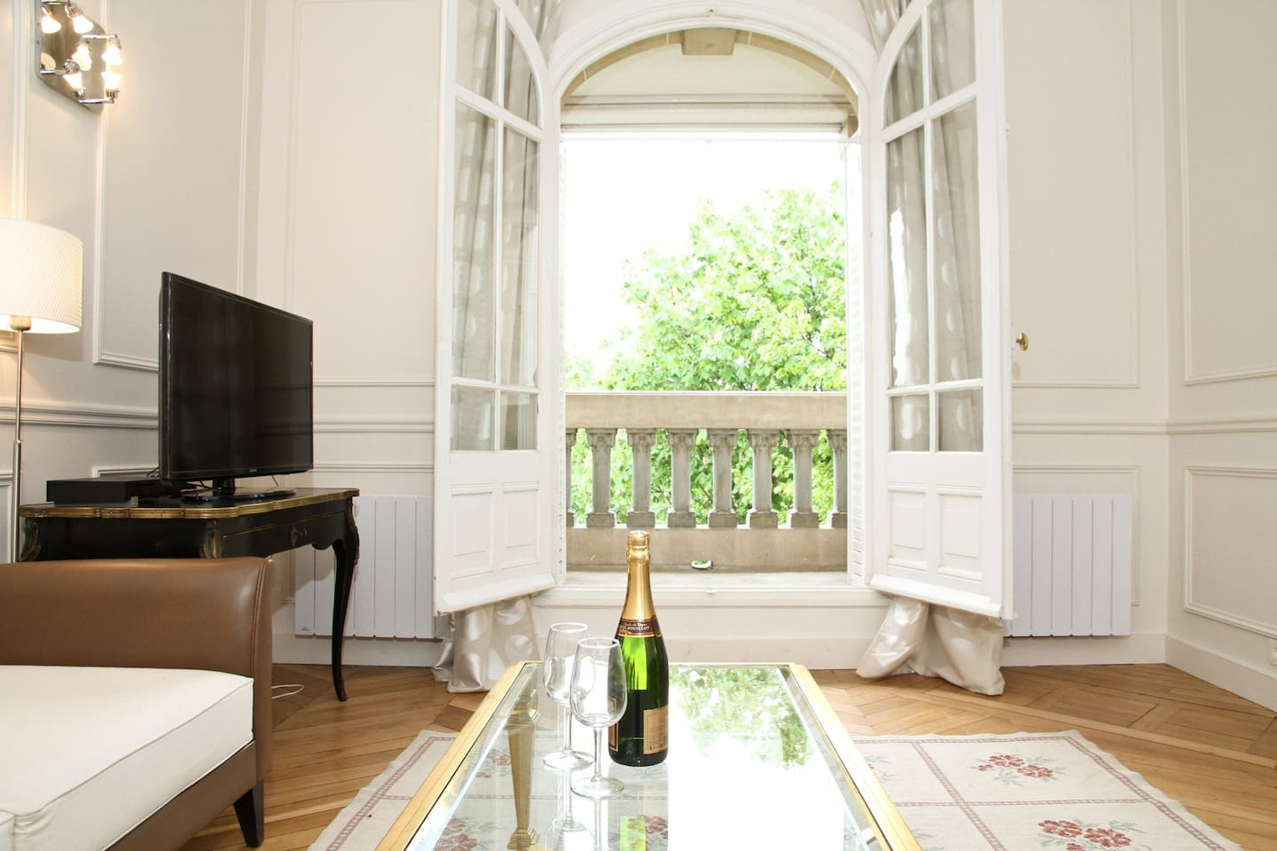 Spacious living room with a balcony overlooking the Champs de Mars Park