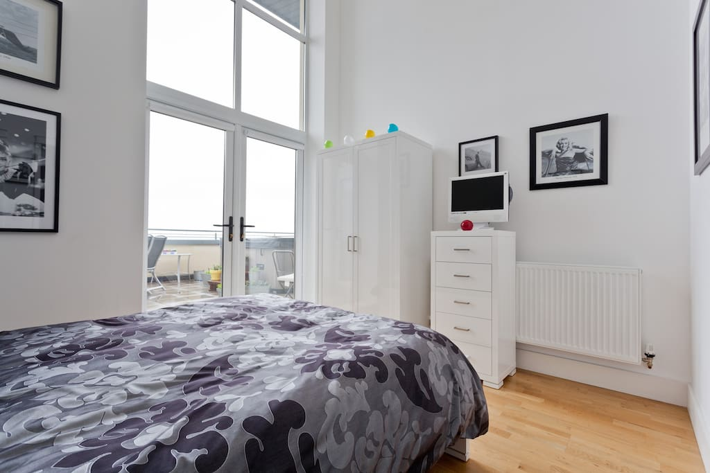 Guest Bedroom.  King size bed, very comfortable mattress and en-suite shower room.