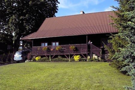 Zabytkowy dom górali wałaskich w Istebnej - Istebna - Huis