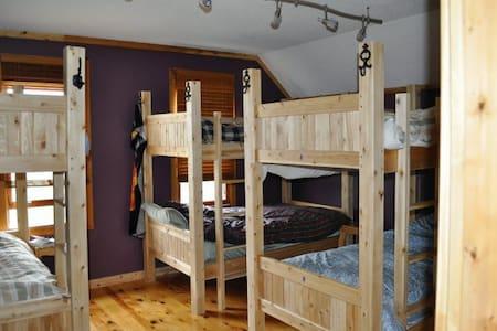 Auberge Inn International Hostel - Providence Bay - Bed & Breakfast