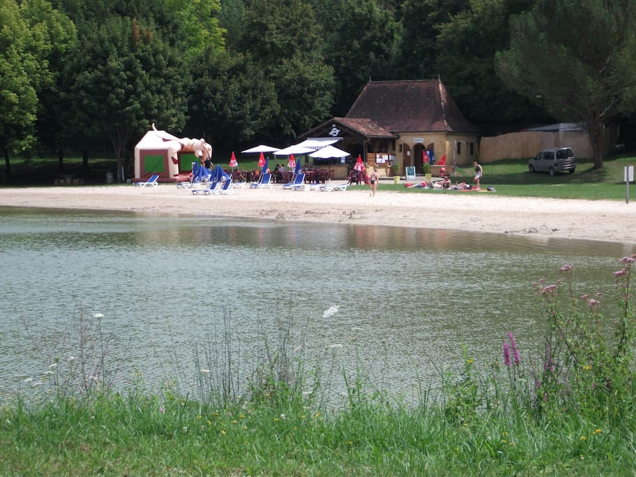 Lanquais swimming lake with lifeguard and cafe