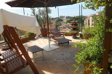 A nice terrace 10' from Trastevere