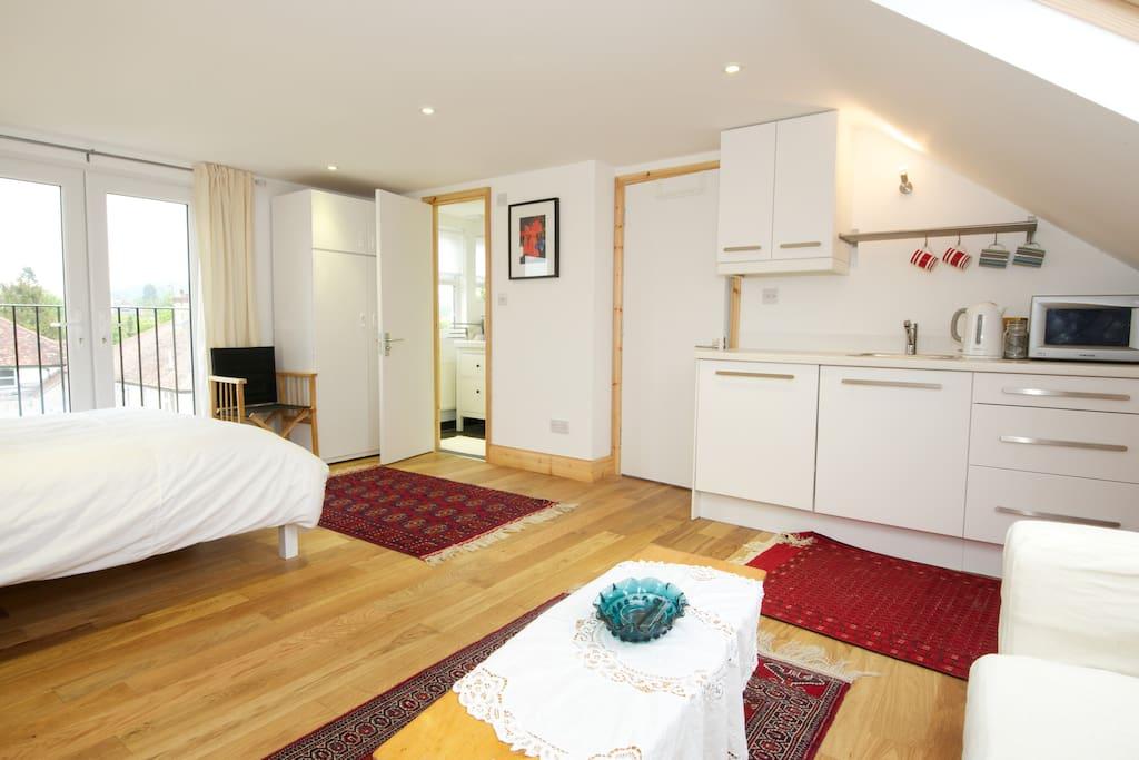 Double bed en-suit studio in Oxford