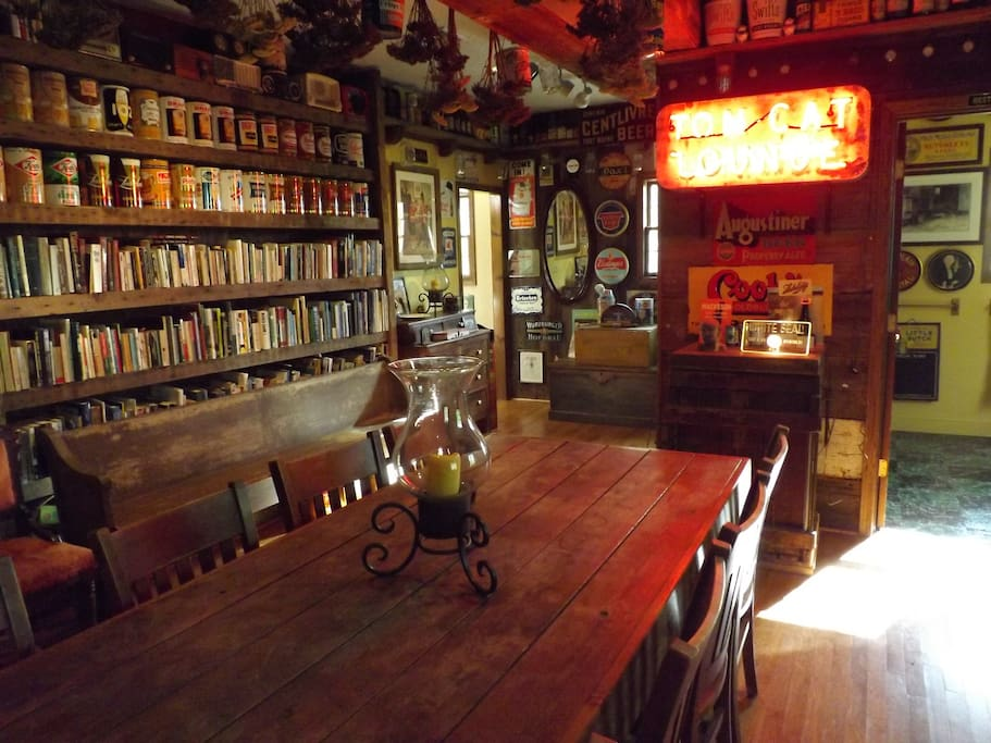 The downstairs common room at Brewhouse Mountain