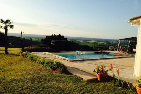 Belle propriété  piscine et vue exceptionnelle - House