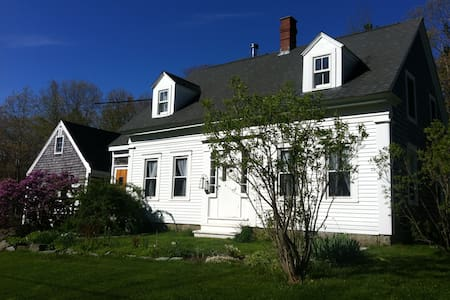 Quiet 1832 Country Farmhouse 2bdrm+sit room Acadia - Surry - Outro