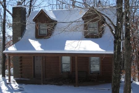 Cozy Log Cabin in the Ozark Woods - Alpena - Casa de campo
