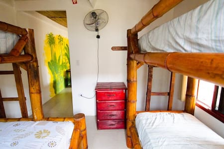 Single bed in a lovely dormitory - Schlafsaal