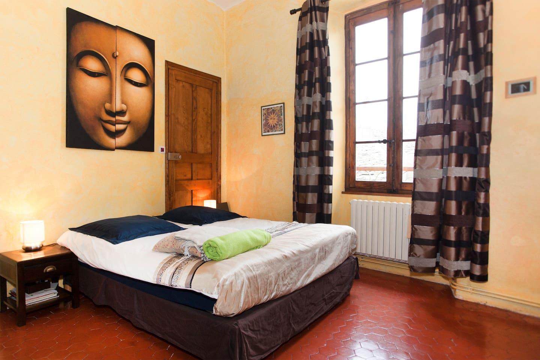 Votre magnifique Chambre Privée en plein coeur de Bastia, spacieuse, cosy, plafonds hauts, sol