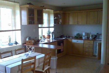 Comfortable and well-equipped apartment in the green belt. Without traffic noise, but near enough to all you need from day to day and during your vacation. The lake, shops, cafés and restaurants can be reached easily and quickly.