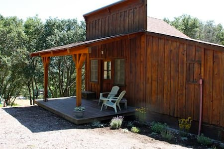 Wine Country Ranch Cabin and Saloon - Paso Robles - Cabaña