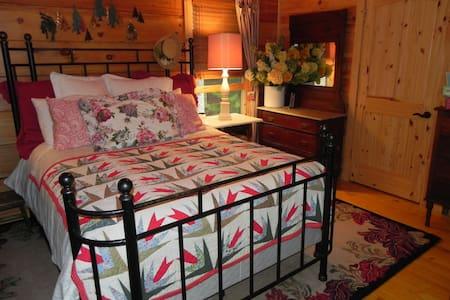 Luxury Log cabin main level w/ loft - Stuart - Cabin