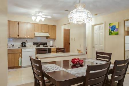 Condo in Ladue, Roomy+Convenient+Hospitable+Quiet - Saint Louis - Condominium