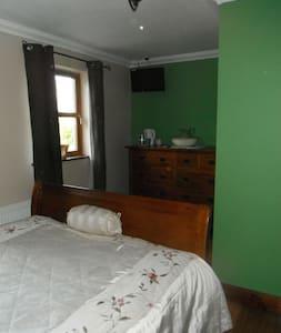 Banada stables Green Room - Tobercurry - Bed & Breakfast