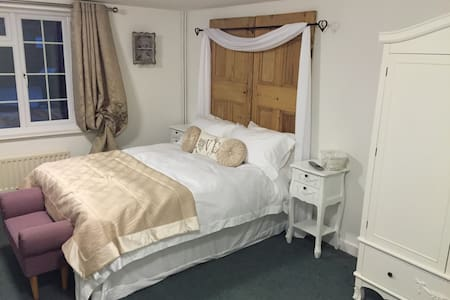 Magna Cottage/3 bedrooms, sleeps 6 - House