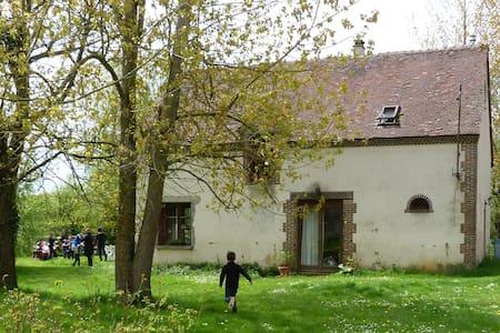 La Blottière (fermette équipée en maison d'hôtes). - Charbonnières - House