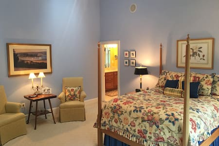 Master Suite at Paeonian Springs- NEW ON AIRBNB! - Szoba reggelivel