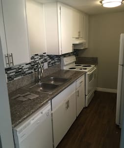 2br/1bth minutes from the strip. - Appartement