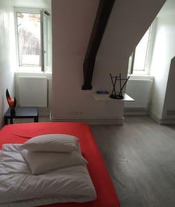 Studio place dunois proche commerce - Apartment