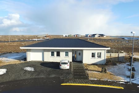 Near The Airport and Well Located - Sandgerði - House