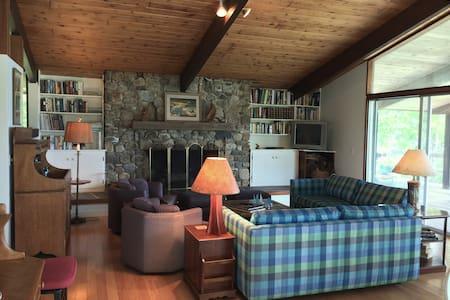 Coastal Maine Modern Deck House - Maison