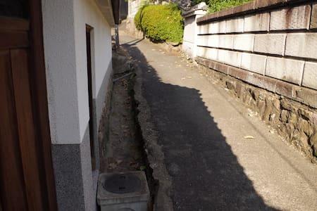 のんびりくつろげる和室。日本の古道「竹内街道」が目の前。 - House