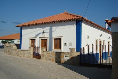RUSTIC HOUSE IN ALCOBAÇA / NAZARÉ - Nazaré - Hus