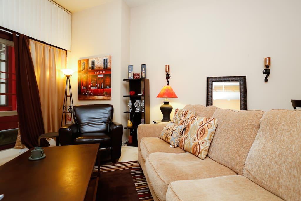 Beautifully furnished 1 BD: B200