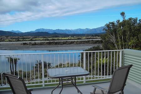 Stunning Riverside Retreat - Hokitika - Apartment