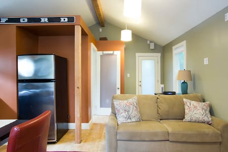 Quaint & Cozy Sellwood Guest House - Portland